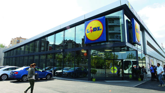 Lidl makes a debut in top 10, passing the 1-billion-lev turnover mark and catching up with Kaufland