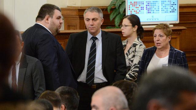 Mustafa Kardayi (center) and Delyan Peevski (left) from MRF