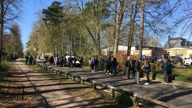 A kilometre-long voting line in Oxford, UK. Bulgarians in Western Europe and the USA voted en masse in the 4 April elections.