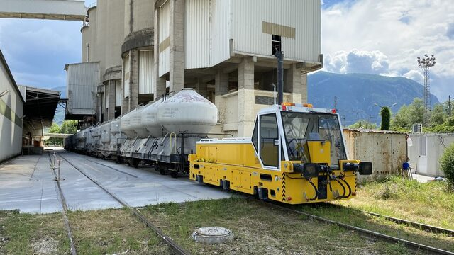 Accumulator locomotives used for shunting are the speciality of the company