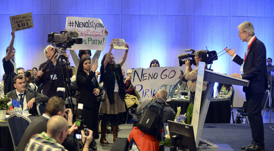Environmentalists protest in front of the environmental minister Neno Dimov