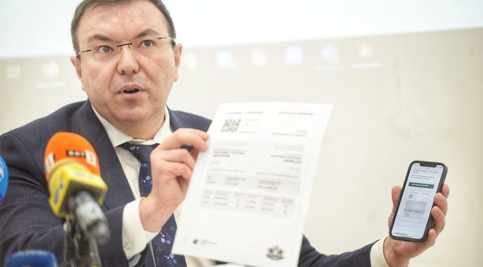 Health Minister Kostadin Angelov promoting a vaccination reservation app. It doesn't seem to work that well due to the lack of available shots.