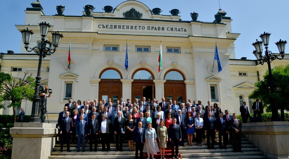 Family photo from the opening of the 46th National Assembly