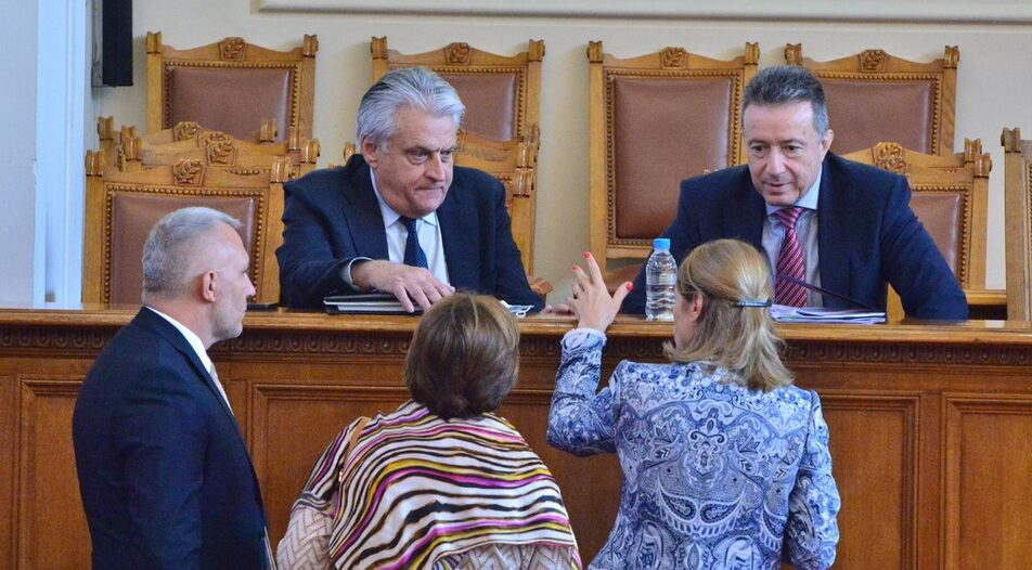 Interior Minister Boyko Rashkov (left) and Justice Minister Yanaki Stoilov from the caretaker government during their Q&A in Parliament on Friday