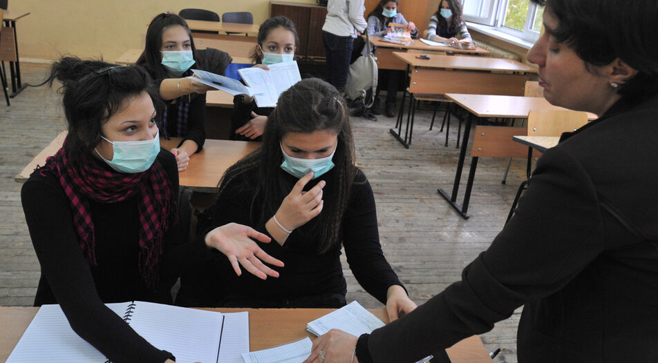 """Masks for teachers now """"recommended"""" during and after classes, Education Ministry says"""